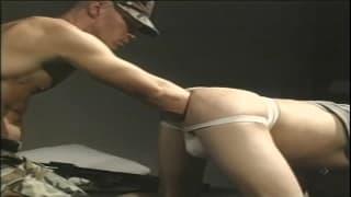 Ogromne dildo w dupie gorącego geja!