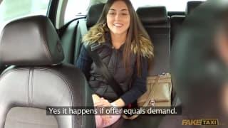 Młoda dziwka chce się rżnąć w taksówce