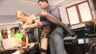 Sekretarka chce zadowolić swojego szefa