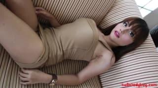 Piękna trans Ayumi pokazuje swoje ciało
