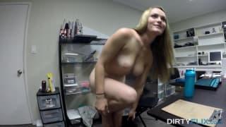 Monica Rise lubi dobre rżnięcie w pracy