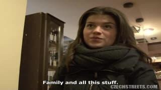 Młoda Czeszka zgadza się na obciąganie!