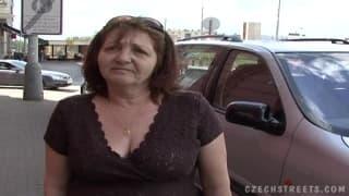 Starsza pani poderwana na ulicy ma seks