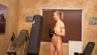 Alina Lubov - masturbacja na siłowni