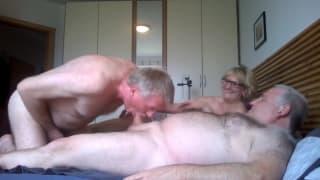 Swingujące biseksualne trio dojrzałych