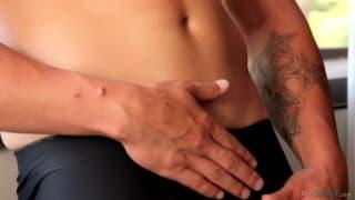 Gorąca masturbacja Jay'a po treningu