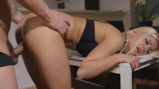 Piękna Jesse Volt dostaje głęboki anal