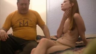 Gruby facet i seks z dziwką w rajstopach