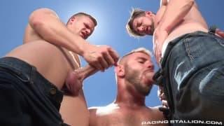 Andrew, Brian i przyjaciel na dworze