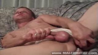 Facet lubi rżnąć dupę seks zabawkami