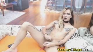Szczupła drobna blondynka trans, anal