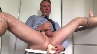 Stary gej z dildo w dupie wali konia!
