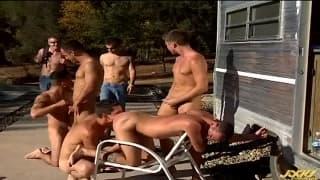 Orgia młodych gejów na świeżym powietrzu
