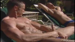 Piękni faceci mają super orgię w słońcu